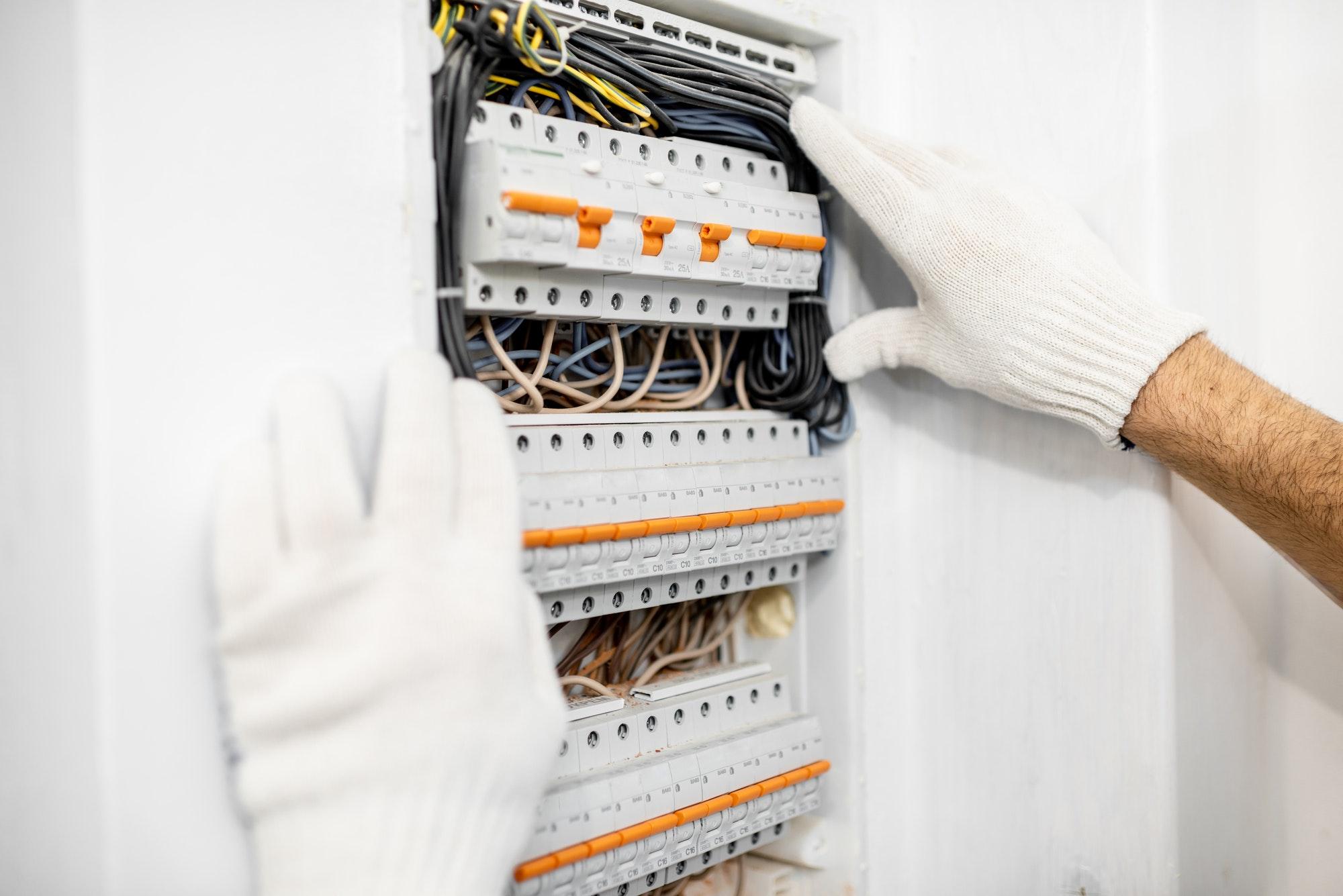 Profesional para reformar el sistema eléctrico del hogar